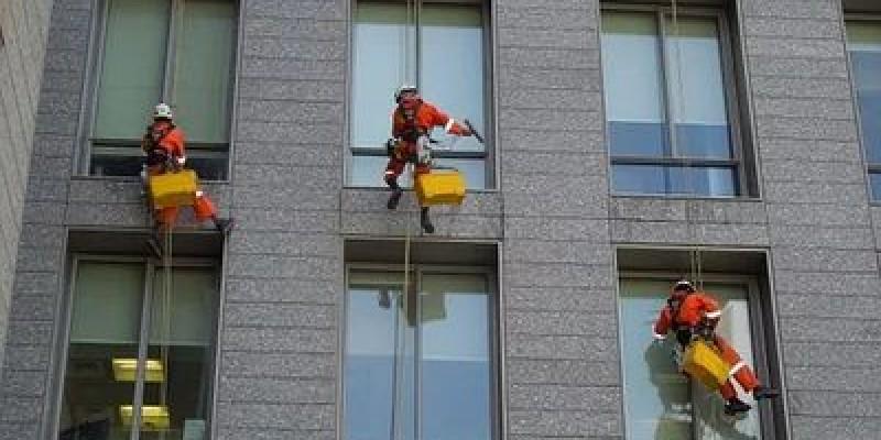 Почистване на прозорци